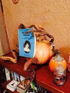 pumpkin man reading